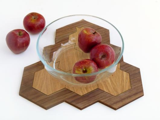 תחתיות עץ בצורת רימונים וחלת דבש, פאזל לעיצוב שלחן ראש השנה